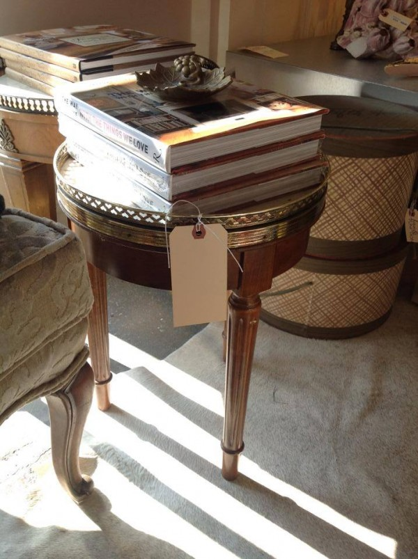 love the gallery tray feel to this petite french table and its bigger sibling in back...makes them akin to nesting tables