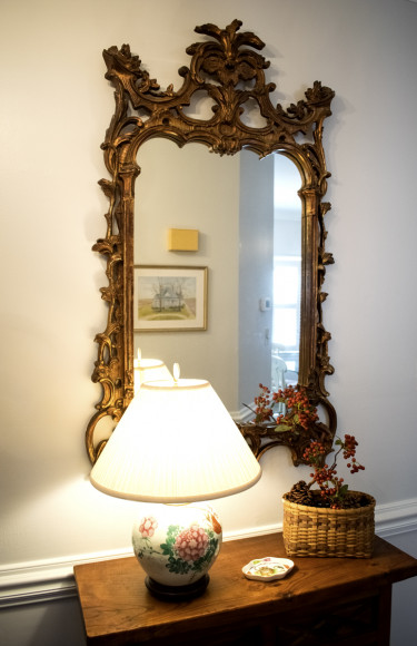 Foyer Table Floral Lamp Ornate Mirror