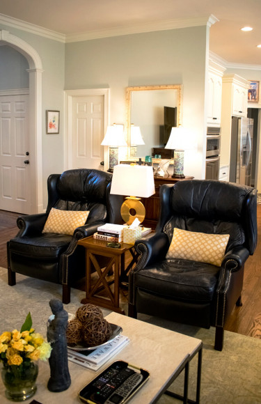 Living Room Black Leather Chairs Marble Top Coffee Table