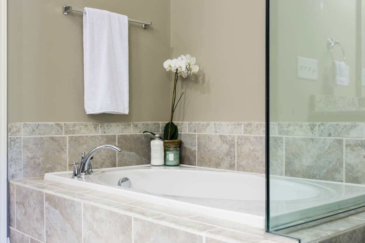 Master Bathroom Tub Gray Taupe