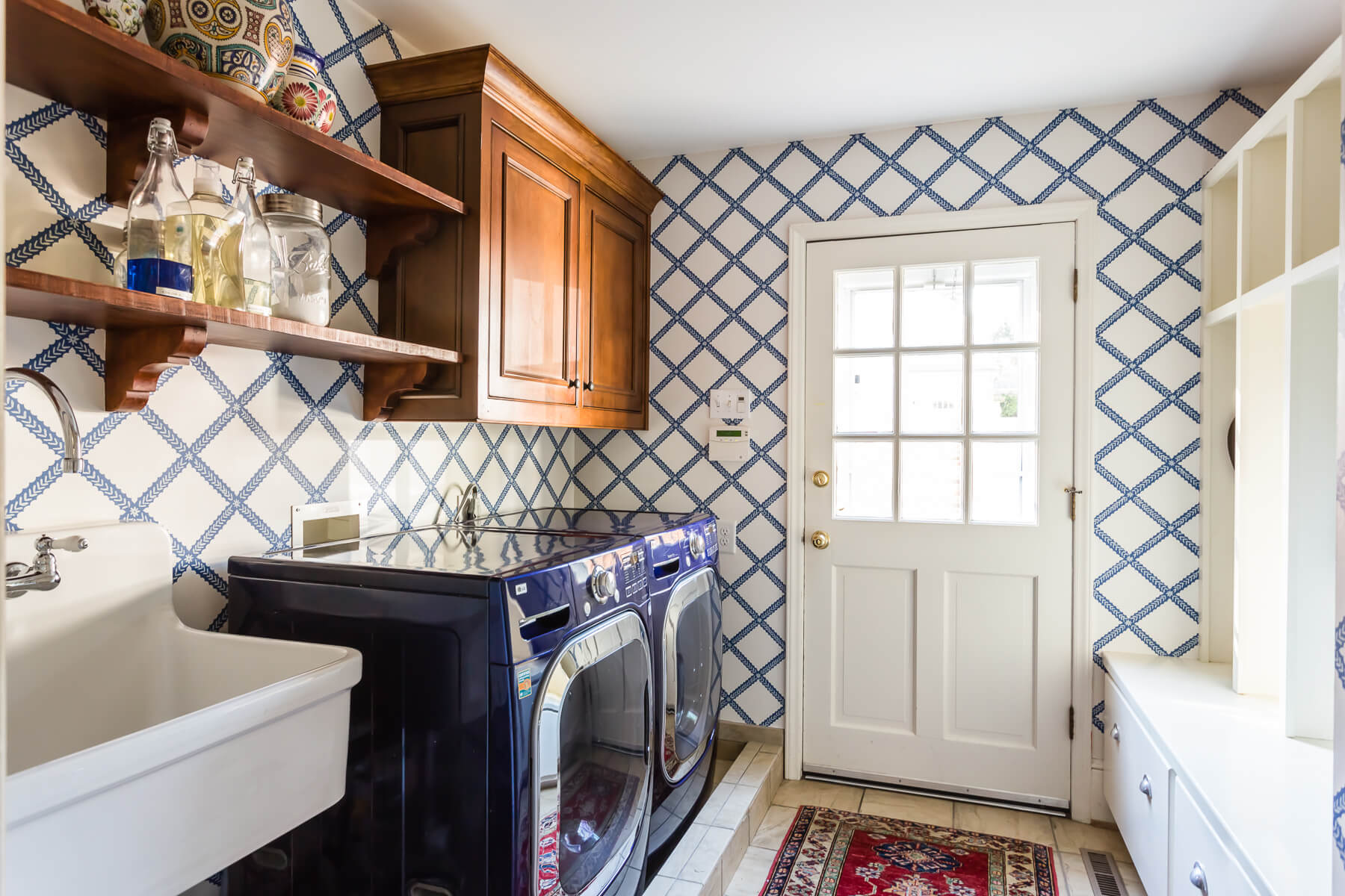 Modern Graphic Blue White Wallpaper Spanish Mudroom