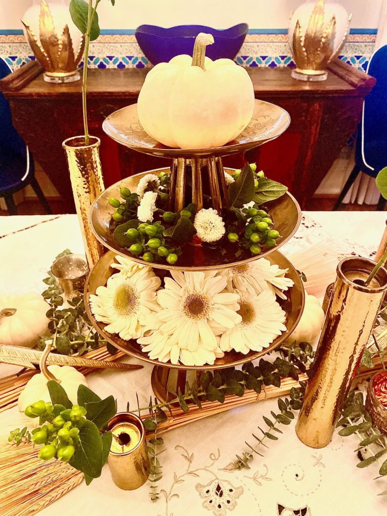 White Natural Thanksgiving Table Decor