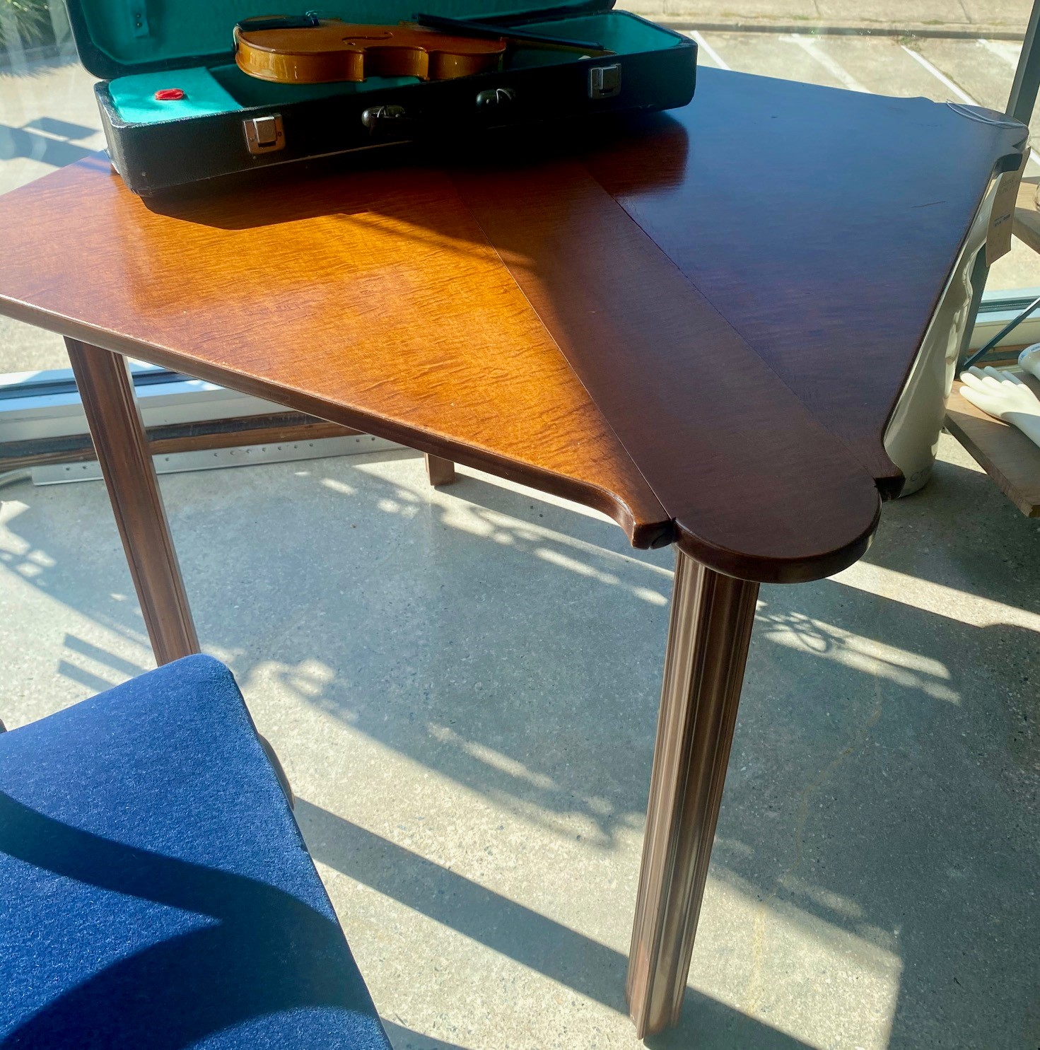 Folding Scalloped Edge Game Table